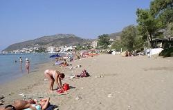 Pláž u střediska Tolo